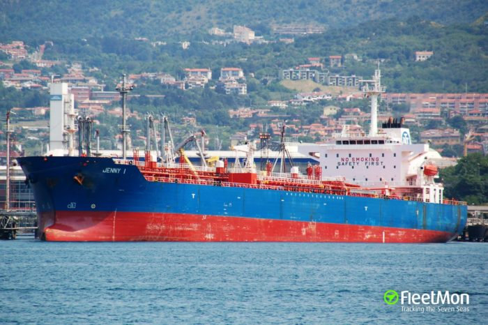 Maduro recibe un buque con combustible desde Italia y puede ser el último