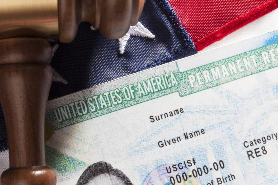 Una nueva medida de Biden que facilita la entrada de inmigrantes a EEUU