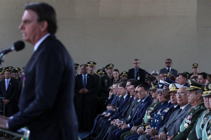 ¿Por qué los militares abandonaron al presidente Bolsonaro?