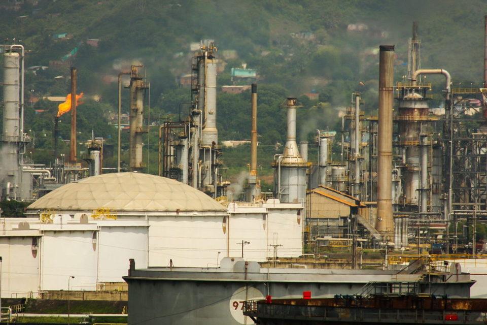 PDVSA reinicia refinería a pocos días de un grave accidente eléctrico