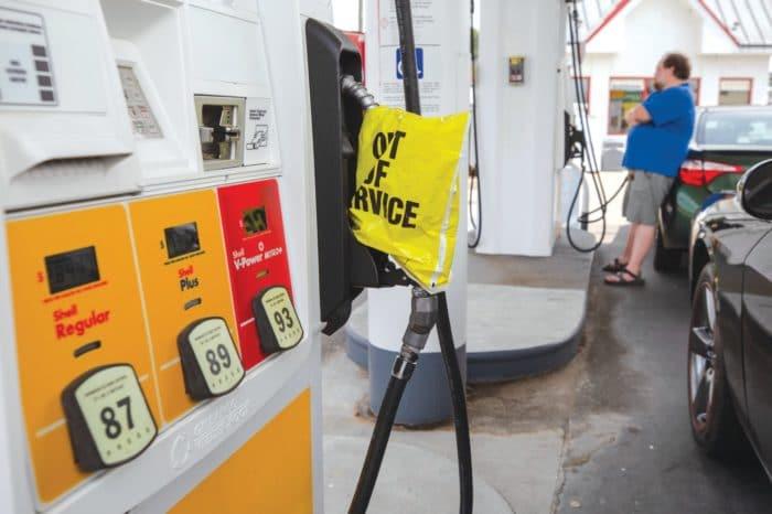 Escasez de gasolina en EEUU persiste a pesar de que oleoductos reiniciaron sus operaciones