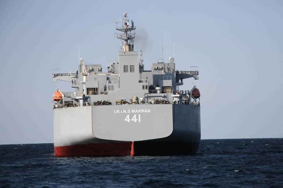 Barcos de guerra de Irán siguen su curso a pesar de advertencia de EEUU