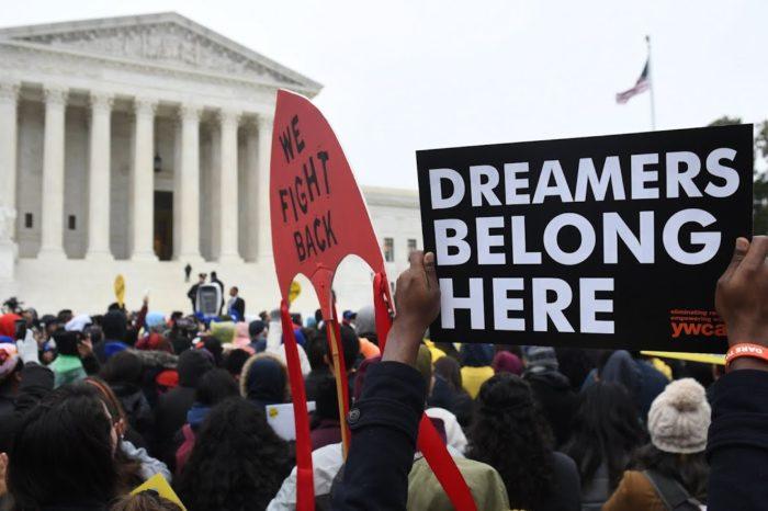 """Corte Suprema de EEUU sentencia que el TPS no es vía libre a la """"green card"""""""