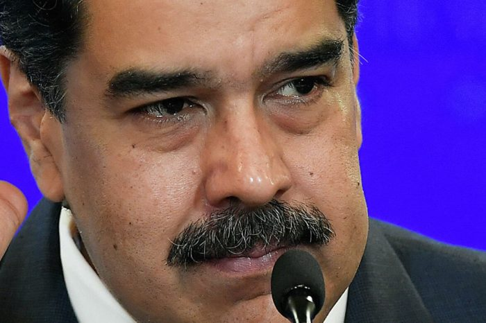 Ceder poco y ganar mucho, la estrategia de Maduro para negociar con Guaidó