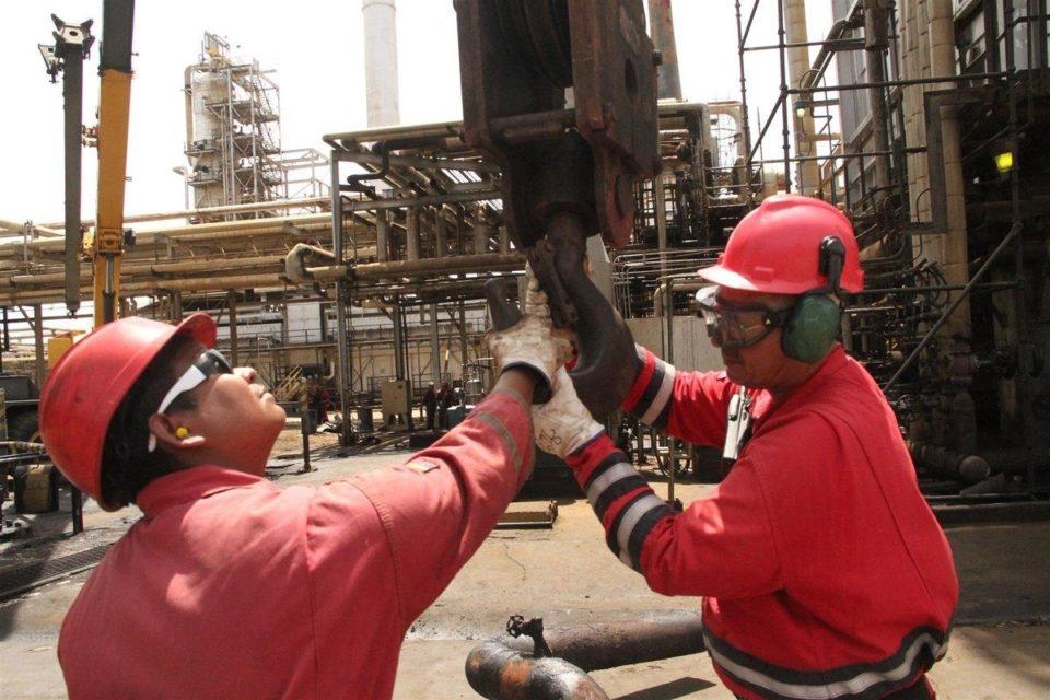 pdvsa-despidio-a-mas-de-500-trabajadores-de-una-de-las-refinerias-mas-grandes-de-venezuela