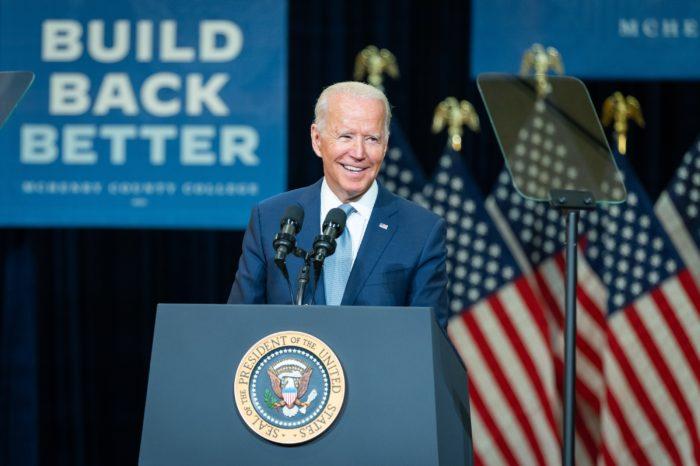Asilos y deportaciones, la contradictoria política de inmigración de Biden