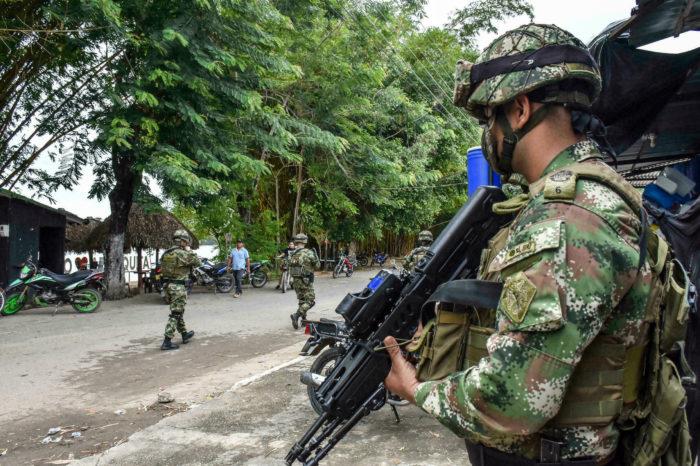 Fuerzas militares colombianas organizan contraofensiva en la frontera con Venezuela